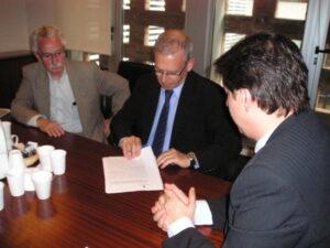 El Presidente de FONPI firma el acuerdo junto con el Subsecretario Fernando Peirano